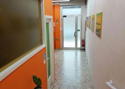 corridoio-studio-centro-salute-medico-dentistico